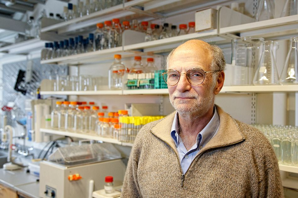 Michael Rosbash PhD '71 shares Nobel Prize in physiology or medicine
